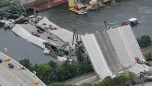 Minnesota Bridge Collapse (CBS News)